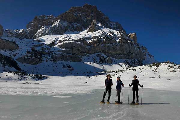 Raquetas de nieve en el Ibón de Piedrafita