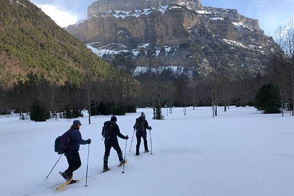 Raquetas de nieve en Parque Nacional de Ordesa y Monte Perdido